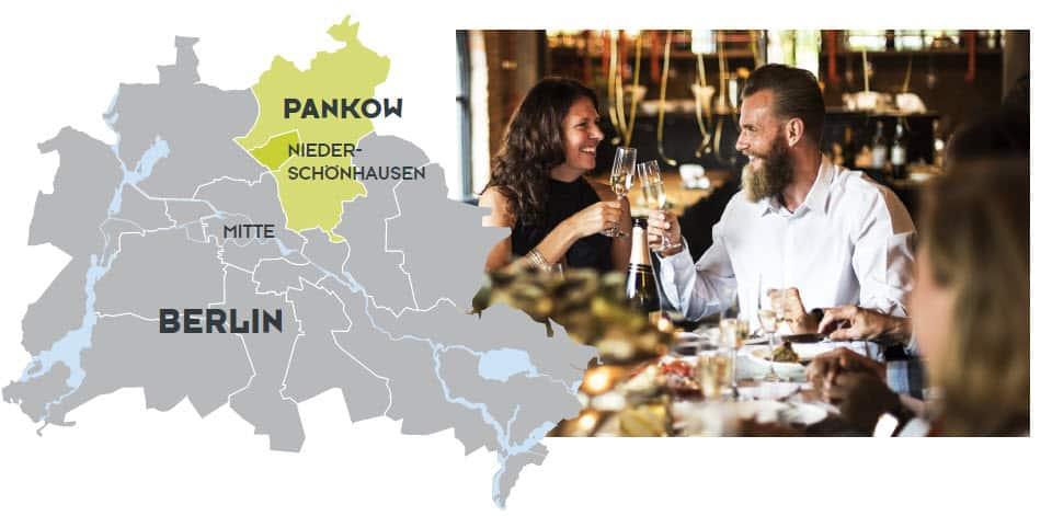Berlin Pankow Niederschoenhausen, Mann und Frau feieren und trinken Sekt